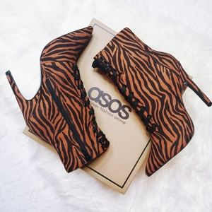 NEW   ASOS   Tiger Print Lace Up Boots